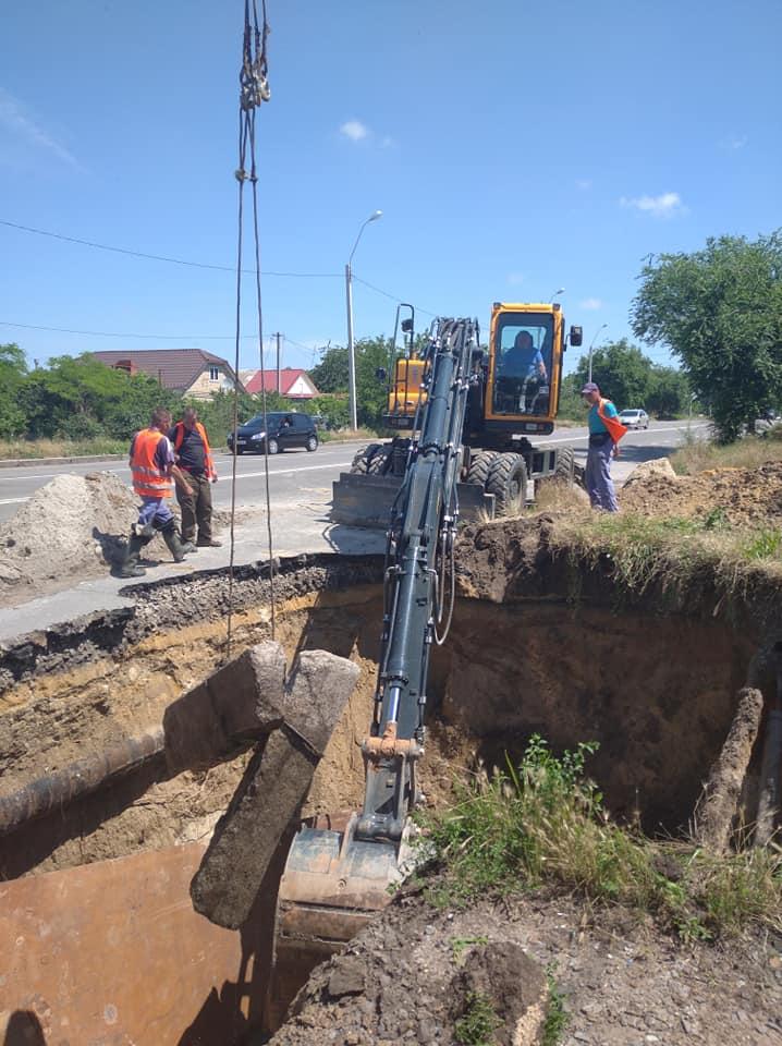 В Николаеве из-за ливней рухнул еще один канализационный коллектор – глубина разрытия 7 метров (ФОТО) 3