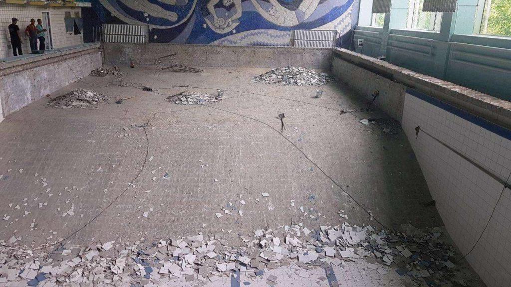 Начался ремонт чаши николаевского бассейна «Зоря» (ФОТО) 1