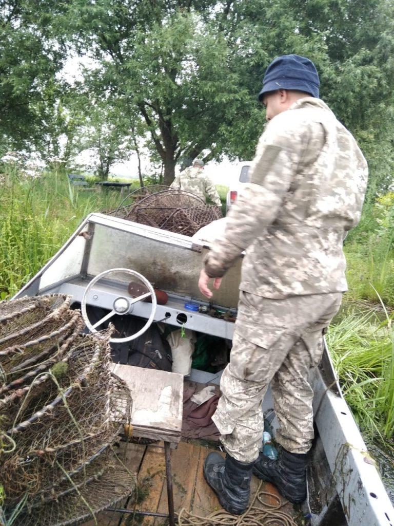 За неделю Николаевский рыбоохранный патруль выпустил на волю из браконьерских сетей 30 кг рыбы и раков (ФОТО) 1