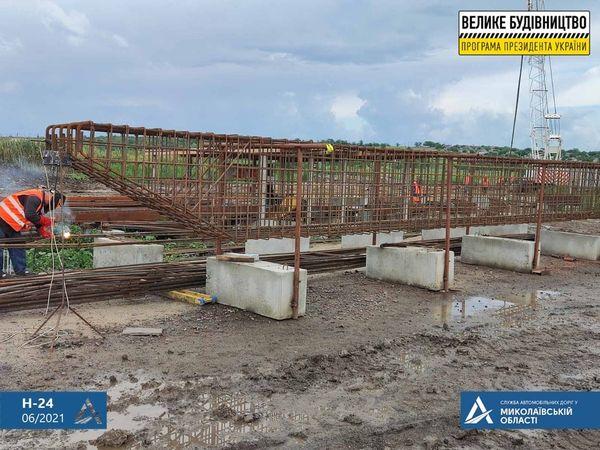 На Николаевщине строительство Троицкого моста ведется круглосуточно (ФОТО) 1
