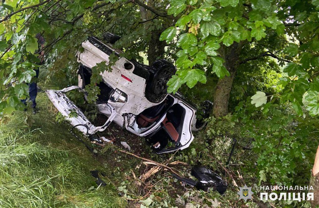 На Николаевщине в ДТП пострадали четверо подростков, один из которых был за рулем внедорожника (ФОТО) 1