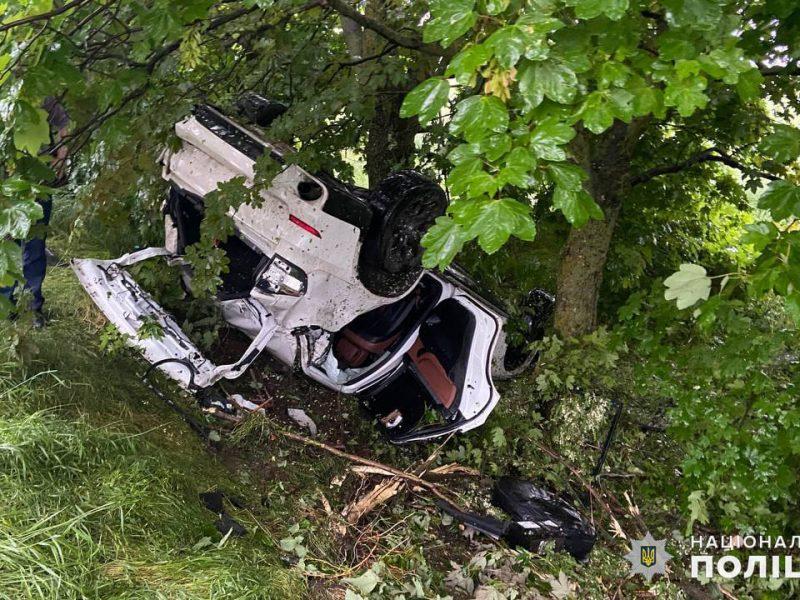 На Николаевщине в ДТП пострадали четверо подростков, один из которых был за рулем внедорожника (ФОТО)