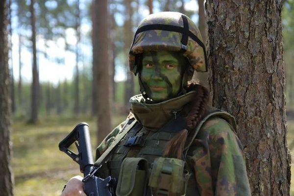 Чтобы привлечь больше женщин в армию: в Финляндии проводят эксперимент по совместному проживанию в одной казарме военнослужащих обоих полов