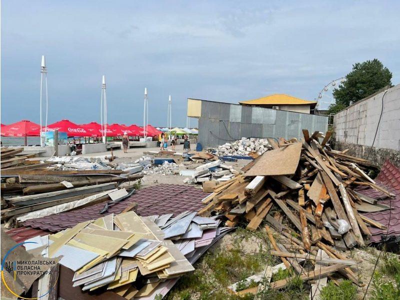 Снесены очередные незаконные постройки на берегу Черного моря в зоне отдыха «Коблево» (ФОТО)