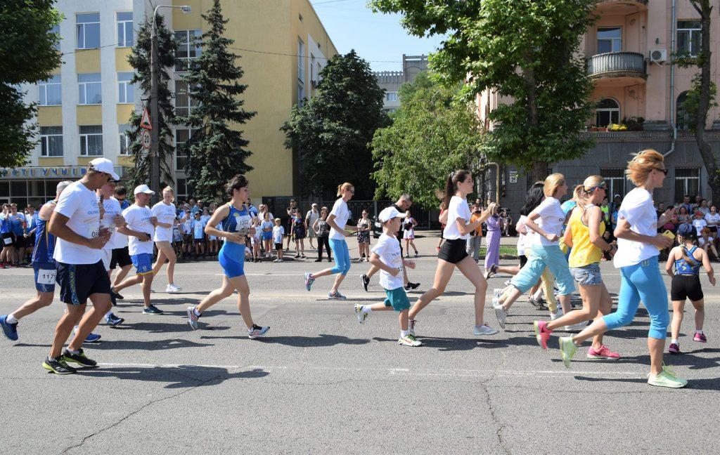 В Николаеве почти 1000 горожан приняли участие в забеге в честь «Олимпийского дня» (ФОТО) 21