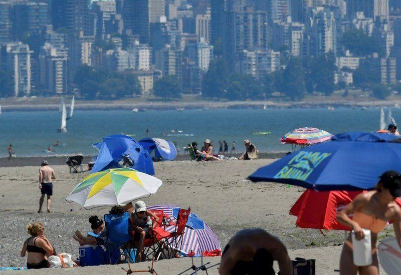 В Канаде +49,5 °, из-за жары растет количество случаев внезапной смерти, их уже более 100 (ФОТО)