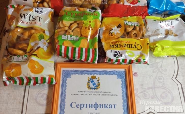 В России лучших учителей  наградили пакетами с  сухарями и сушками. Они говорят, что это не повод для насмешек