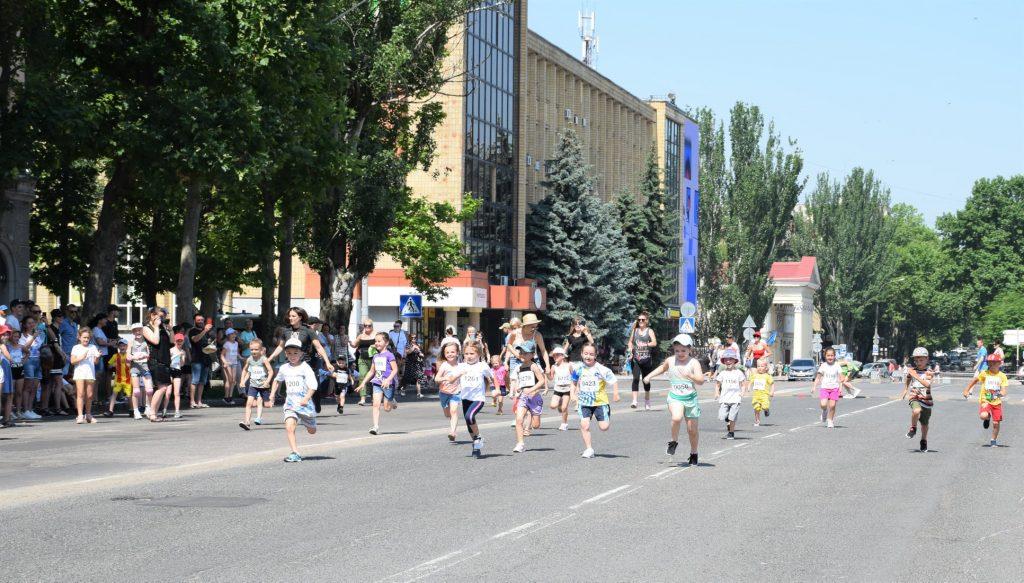 В Николаеве почти 1000 горожан приняли участие в забеге в честь «Олимпийского дня» (ФОТО) 27