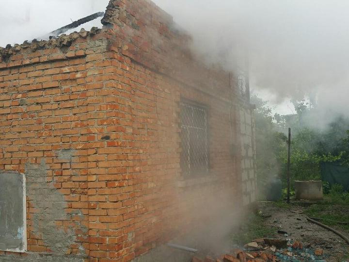 В Лупарево горела дача - осталась без крыши (ФОТО) 1