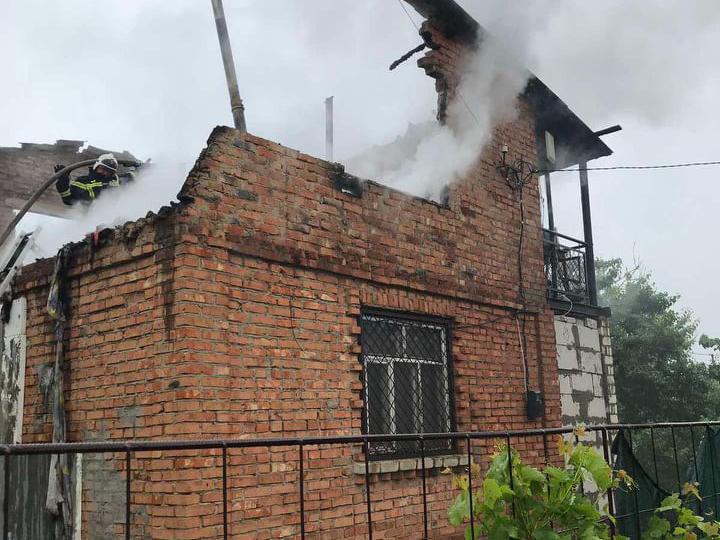 В Лупарево горела дача - осталась без крыши (ФОТО) 3
