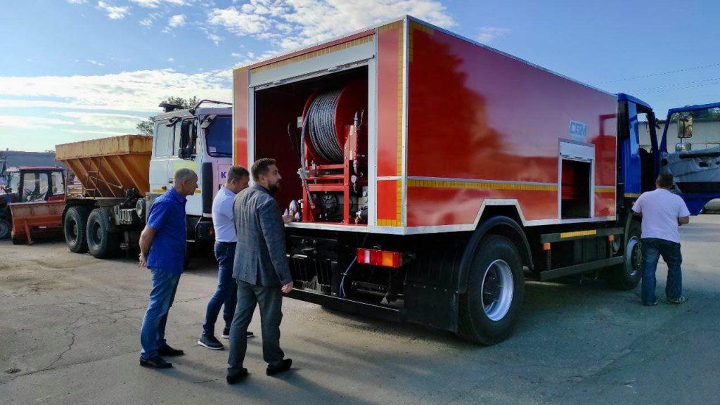 Теперь будет легче чистить ливневки: в Николаев прибыла новая спецтехника (ФОТО) 3