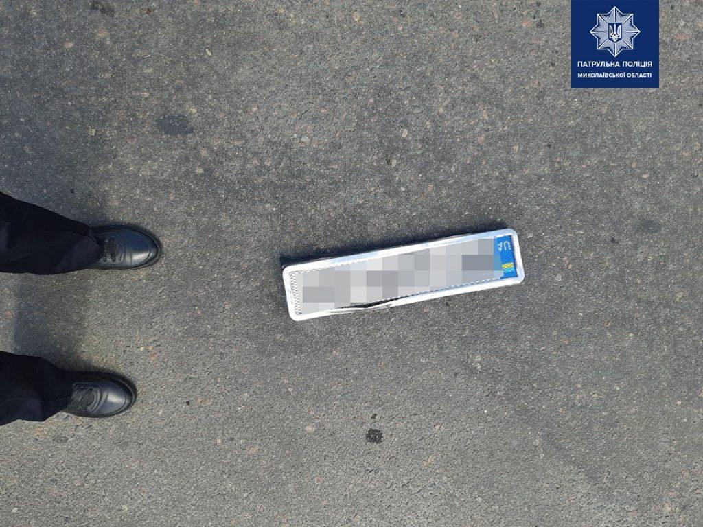 В Николаеве пьяного водителя, скрывшегося с места ДТП, нашли по потерянному номерному знаку (ФОТО) 3