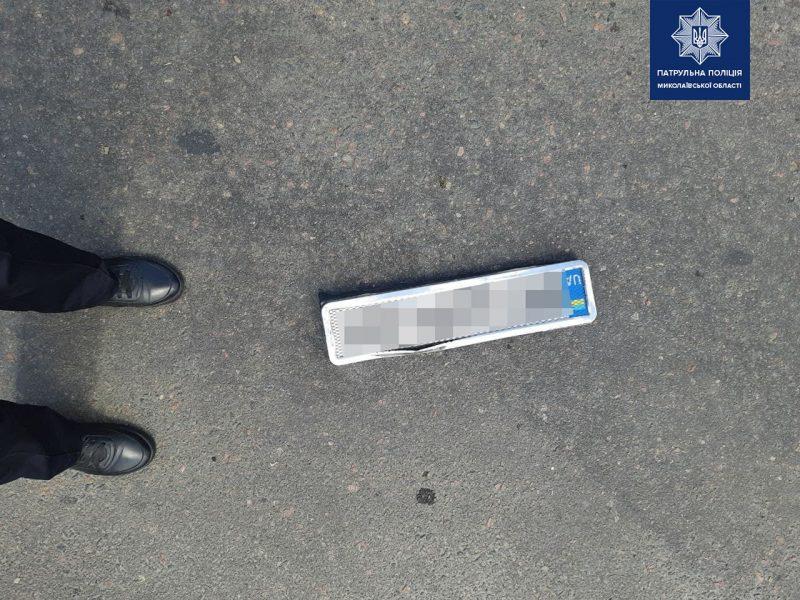 В Николаеве пьяного водителя, скрывшегося с места ДТП, нашли по потерянному номерному знаку (ФОТО)