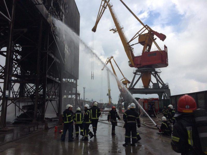 В морском специализированном порту тушили галерею – там загорелась транспортировочная лента (ФОТО)
