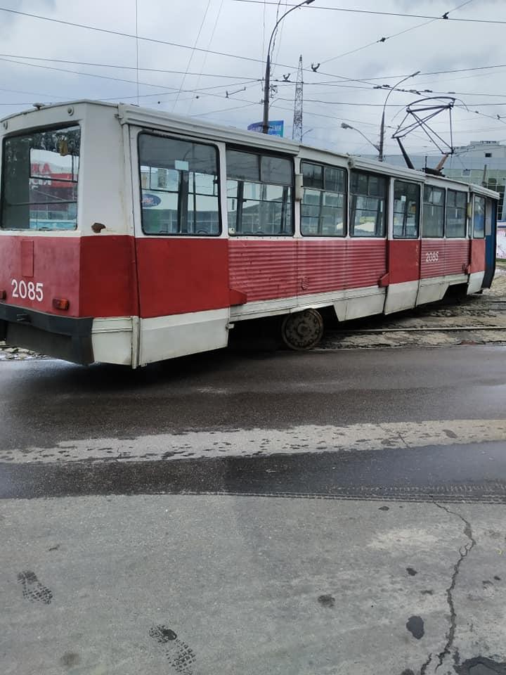 В Николаеве у «Колоса» с рельсов сошел трамвай (ФОТО) 3