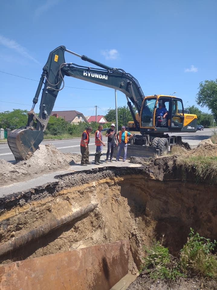В Николаеве из-за ливней рухнул еще один канализационный коллектор – глубина разрытия 7 метров (ФОТО) 5