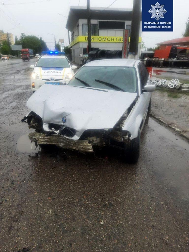 В Николаеве из-за дождя BMW врезался в погрузчик (ФОТО) 3