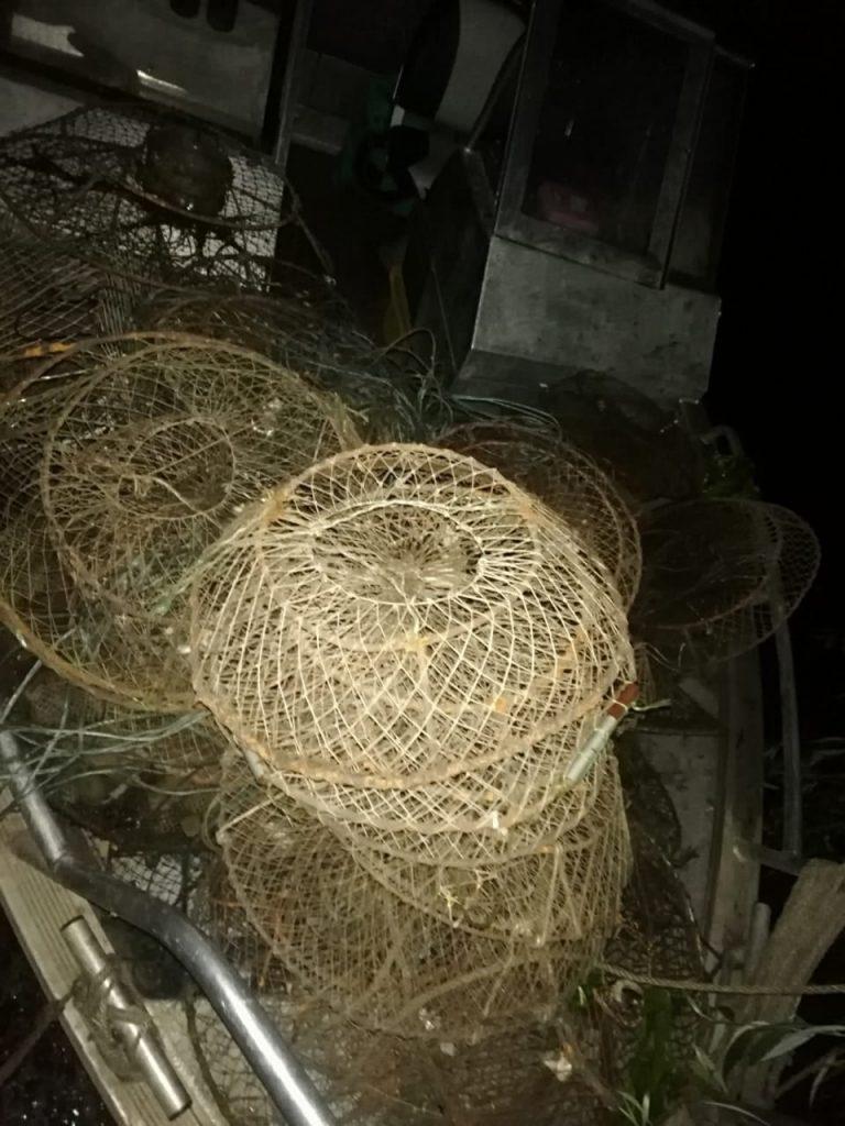 Николаевский рыбоохранный патруль изъял из Южного Буга 350 браконьерских раколовок (ФОТО, ВИДЕО) 3