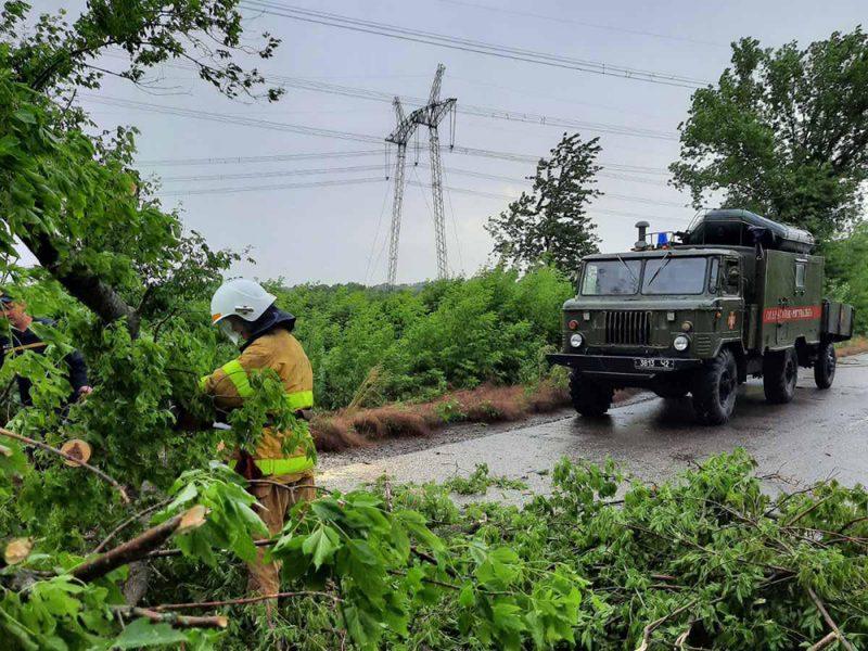 Непогода пошалила в Первомайске и Кривом Озере. Помогали спасатели (ФОТО)