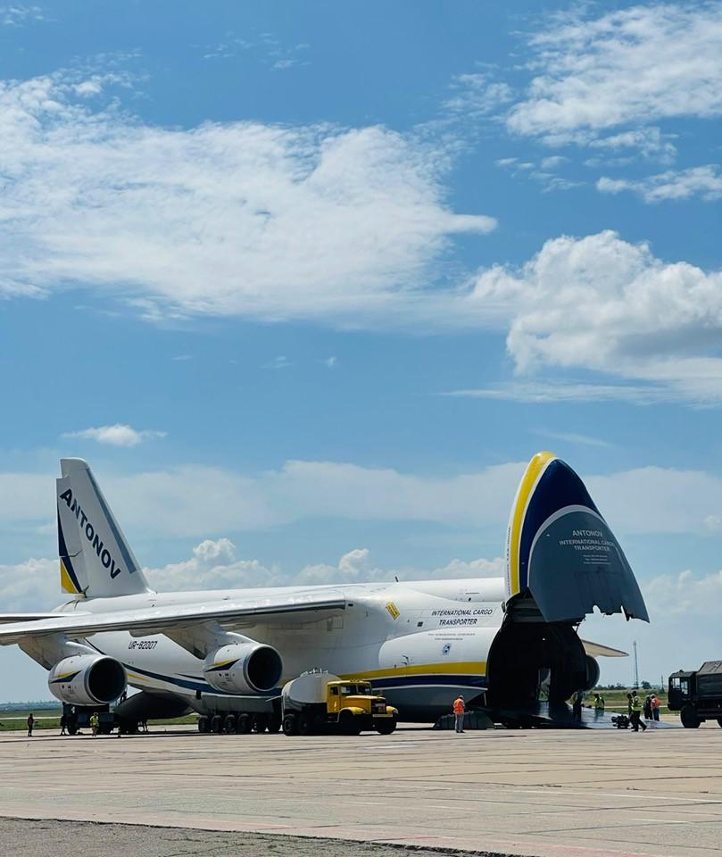 Николаевский аэропорт принял самолет «Руслан» 5