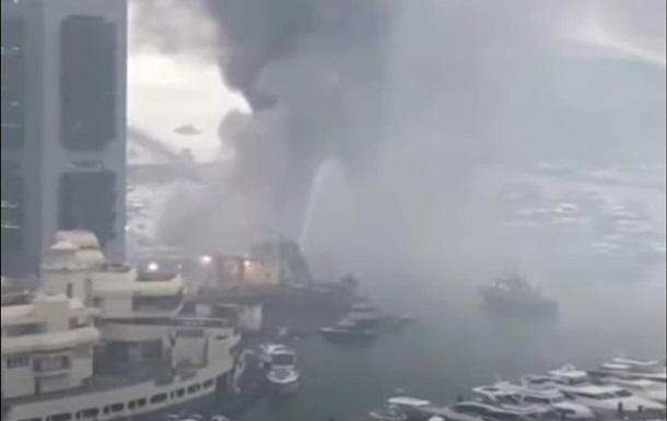 В Гонконге при пожаре затонули 10 яхт (ВИДЕО)