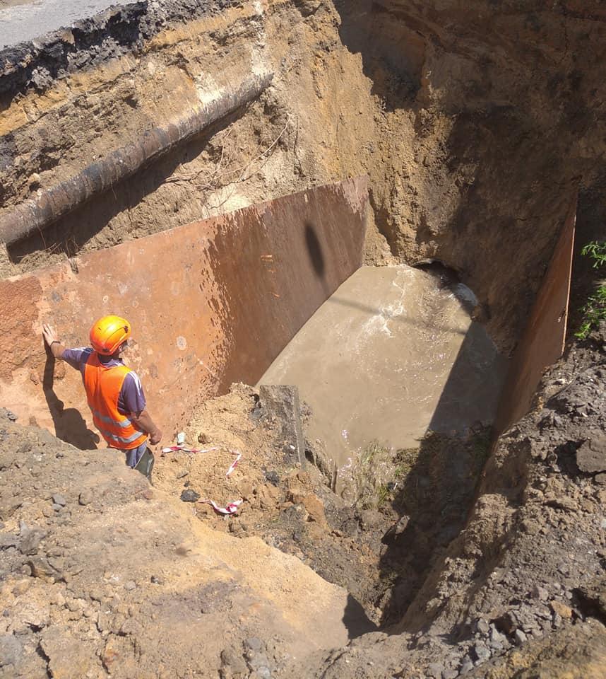 В Николаеве из-за ливней рухнул еще один канализационный коллектор – глубина разрытия 7 метров (ФОТО) 1