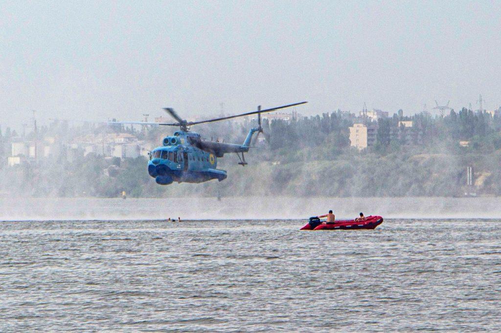 «Человек терпит бедствие»: в Николаеве морские авиаторы тренировались днем и ночью (ФОТО) 5