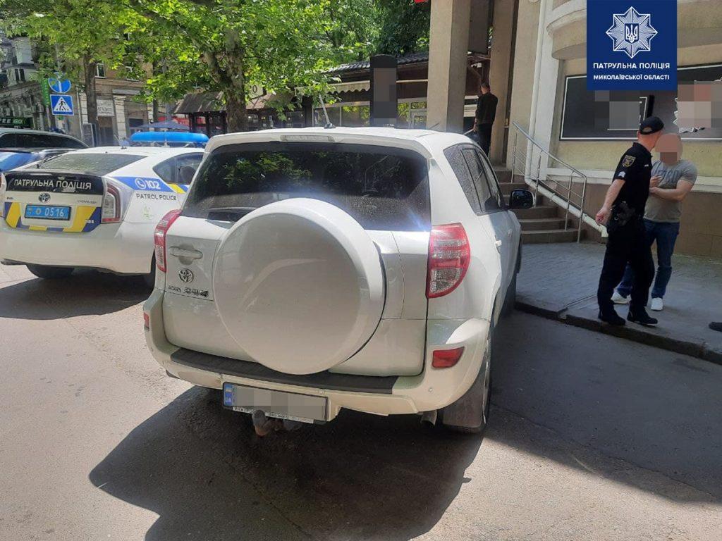 В Николаеве пьяного водителя, скрывшегося с места ДТП, нашли по потерянному номерному знаку (ФОТО) 7