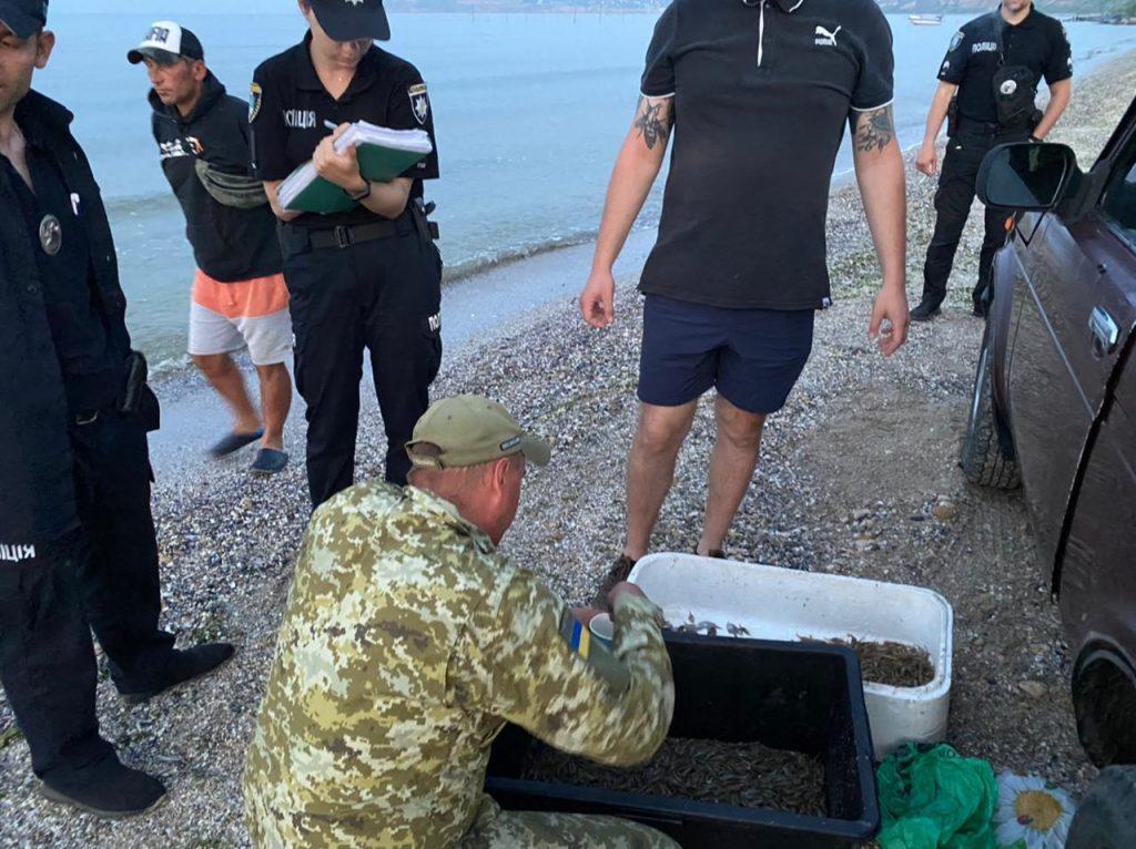 Выловили мальков камбалы и 4 кг креветки: в Рыбаковке пограничники выявили двух браконьеров (ФОТО) 7
