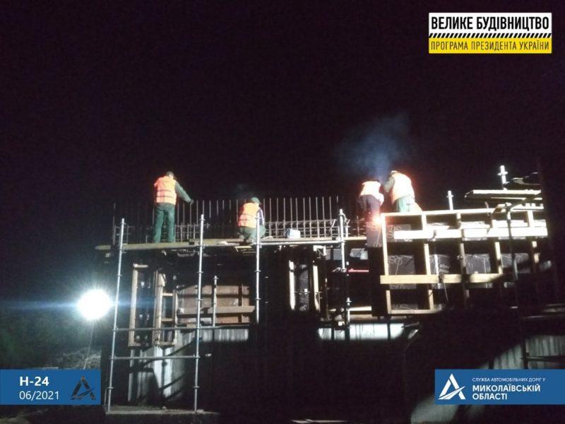 На Николаевщине строительство Троицкого моста ведется круглосуточно (ФОТО)
