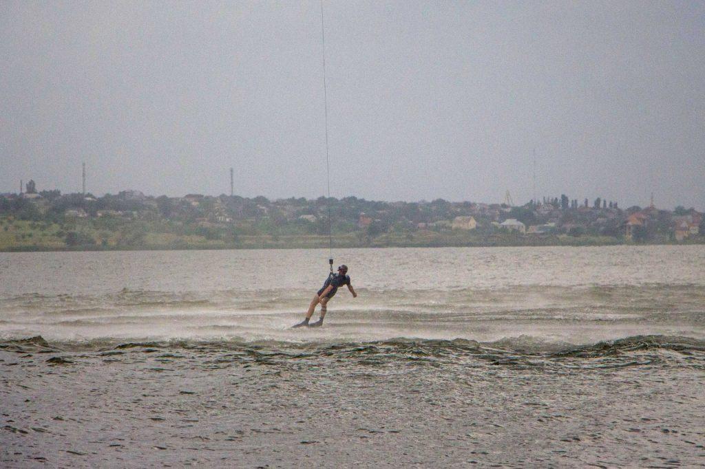 «Человек терпит бедствие»: в Николаеве морские авиаторы тренировались днем и ночью (ФОТО) 9