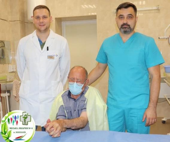 Николаевские хирурги за 9 часов пришили мужчине отрезанную руку (ФОТО) 1