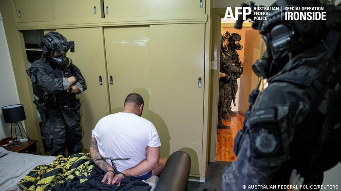 Хитрый ход. ФБР провело масштабную спецоперацию против преступного мира –  задержало более 800 преступников и тонны наркотиков (ВИДЕО)