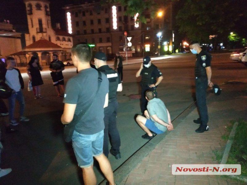 """Ночные """"разборки""""  в центре Николаева завершились стрельбой, двое раненых"""