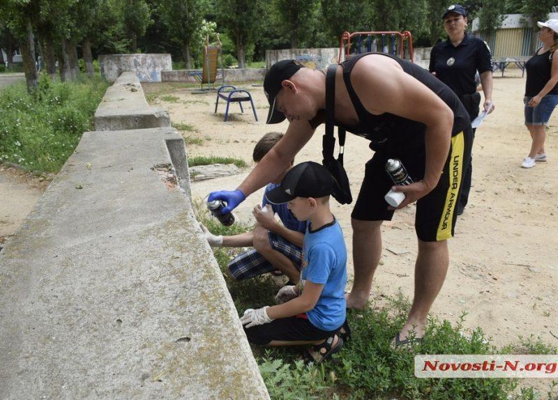 В Николаеве общественники и полиция закрасили рекламу наркотиков в районе «Юности» (ФОТО)