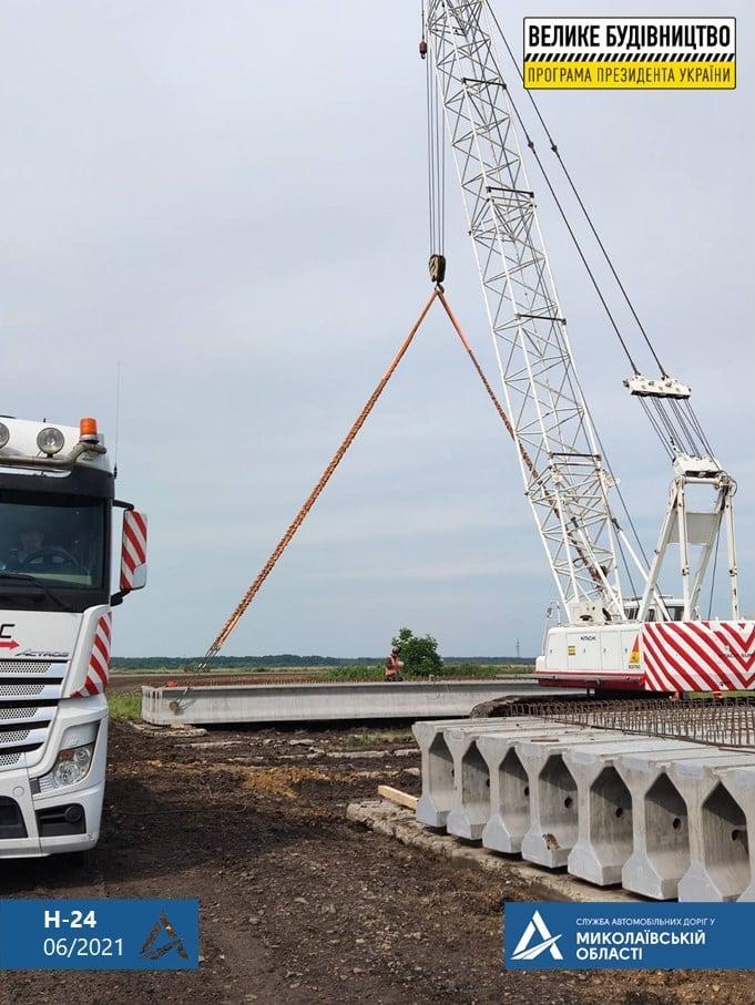 На Николаевщине строительство Троицкого моста ведется круглосуточно (ФОТО) 15