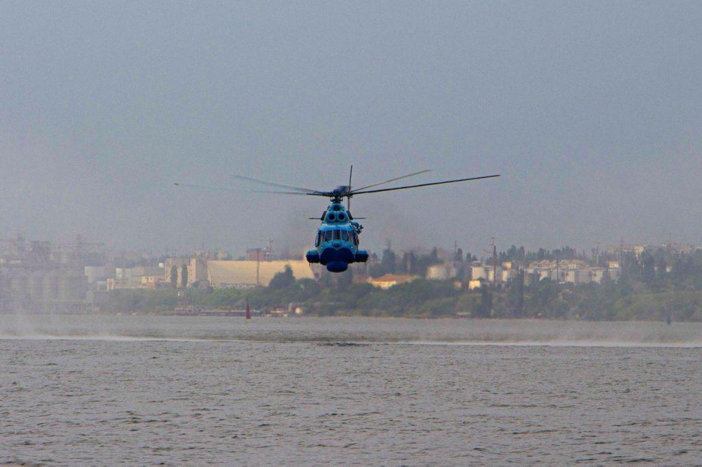 «Человек терпит бедствие»: в Николаеве морские авиаторы тренировались днем и ночью (ФОТО) 15