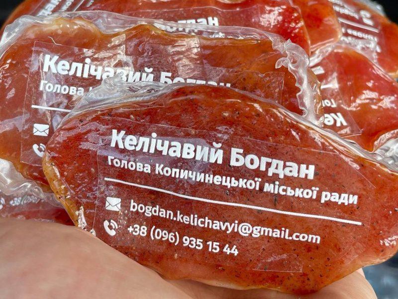 Мэр небольшого городка на Тернопольщине сделал  визитку из мяса – продвигает возможности своей общины (ФОТО)