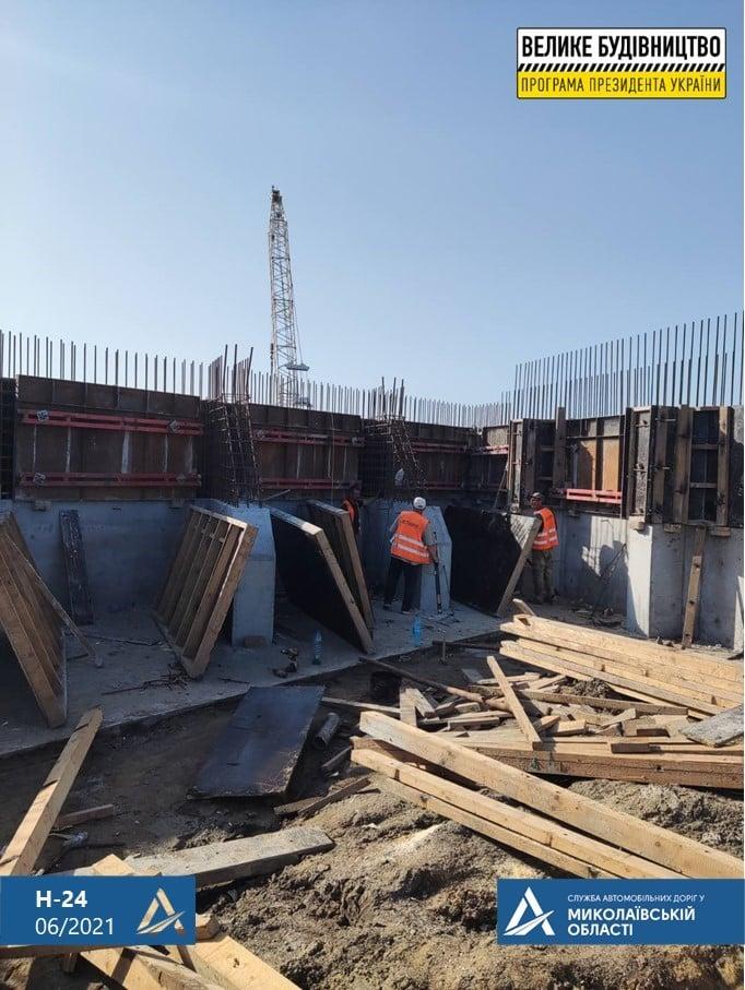 На Николаевщине строительство Троицкого моста ведется круглосуточно (ФОТО) 17