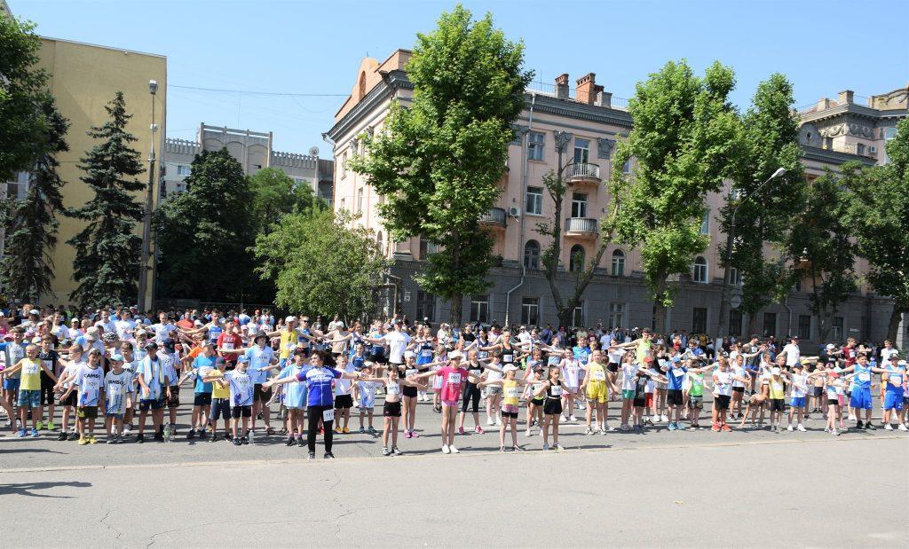 В Николаеве почти 1000 горожан приняли участие в забеге в честь «Олимпийского дня» (ФОТО) 17