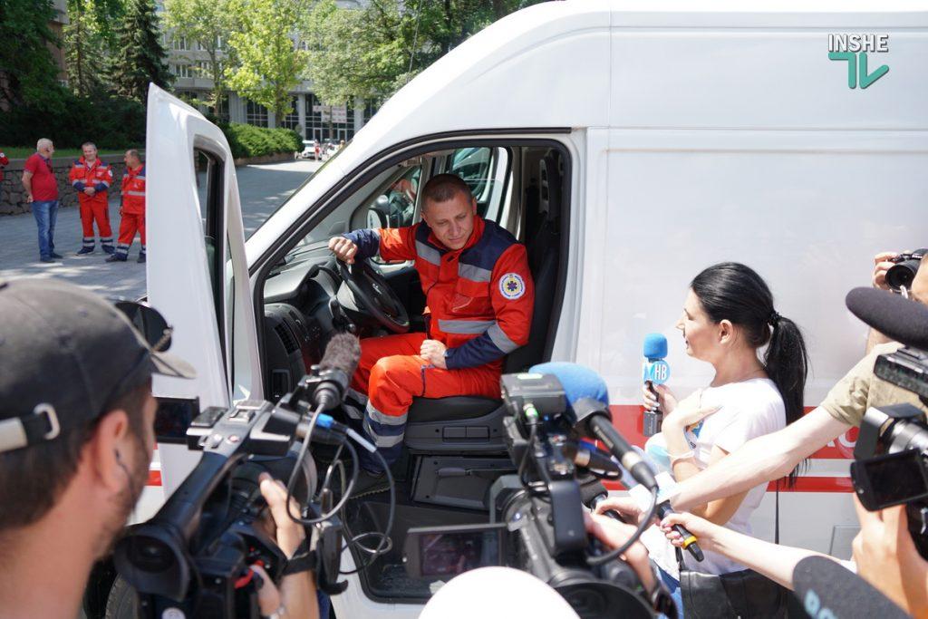 Николаевский областной центр экстренной медицины получил 6 современных реанимобилей (ФОТО) 7
