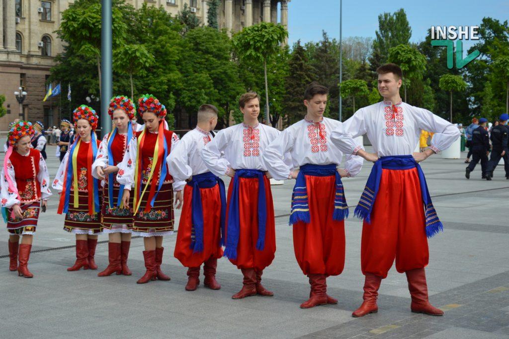 В Николаеве 100 хоров спели гимн Украины на Соборной площади (ВИДЕО и ФОТО) 1