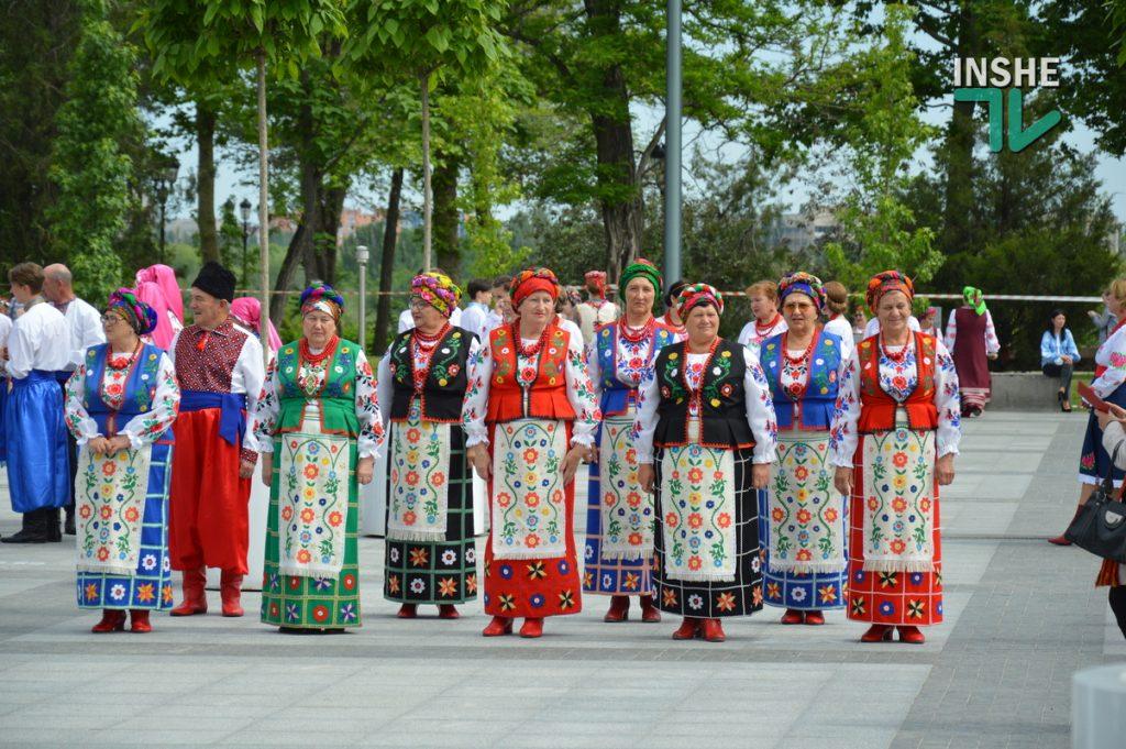 В Николаеве 100 хоров спели гимн Украины на Соборной площади (ВИДЕО и ФОТО) 3