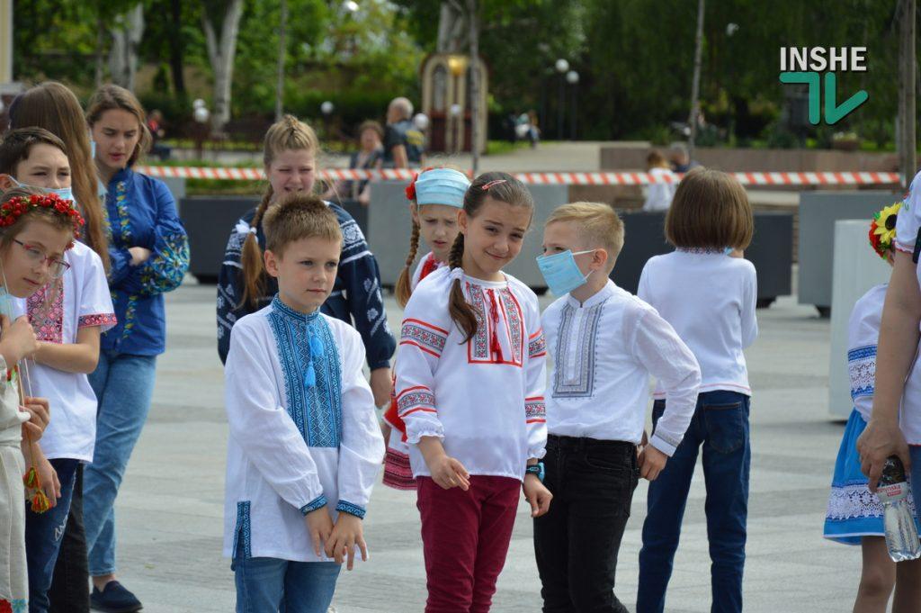 В Николаеве 100 хоров спели гимн Украины на Соборной площади (ВИДЕО и ФОТО) 5