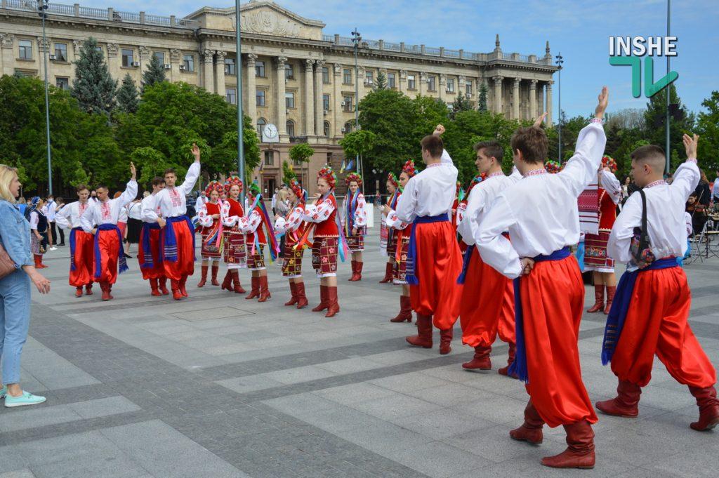 В Николаеве 100 хоров спели гимн Украины на Соборной площади (ВИДЕО и ФОТО) 7