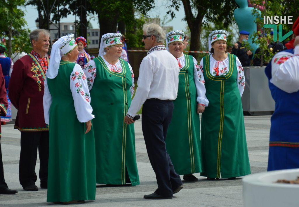 В Николаеве 100 хоров спели гимн Украины на Соборной площади (ВИДЕО и ФОТО) 9