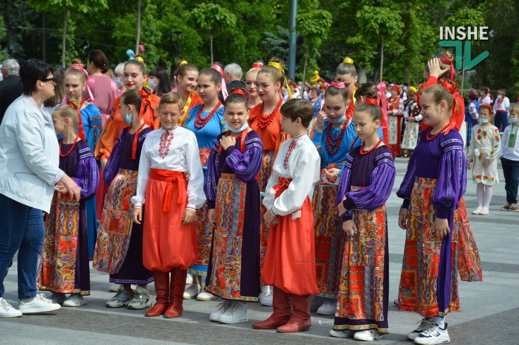 В Николаеве 100 хоров спели гимн Украины на Соборной площади (ВИДЕО и ФОТО) 11
