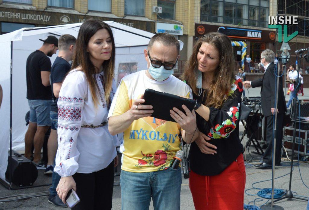 В Николаеве 100 хоров спели гимн Украины на Соборной площади (ВИДЕО и ФОТО) 13