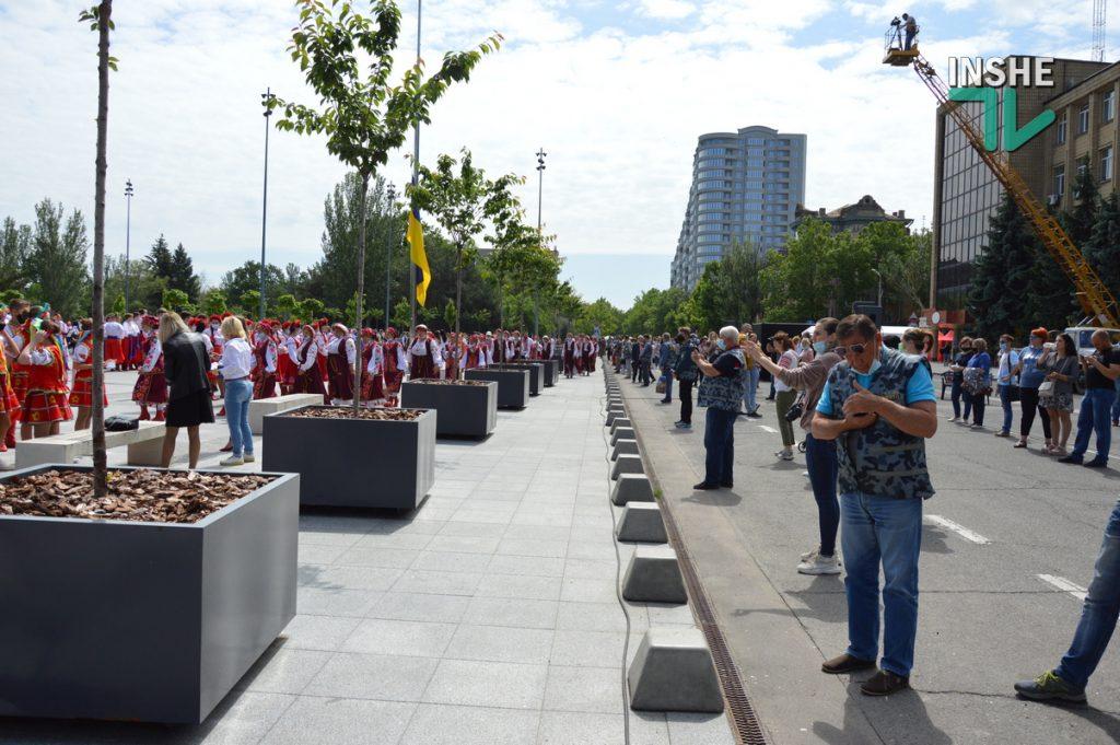 В Николаеве 100 хоров спели гимн Украины на Соборной площади (ВИДЕО и ФОТО) 15