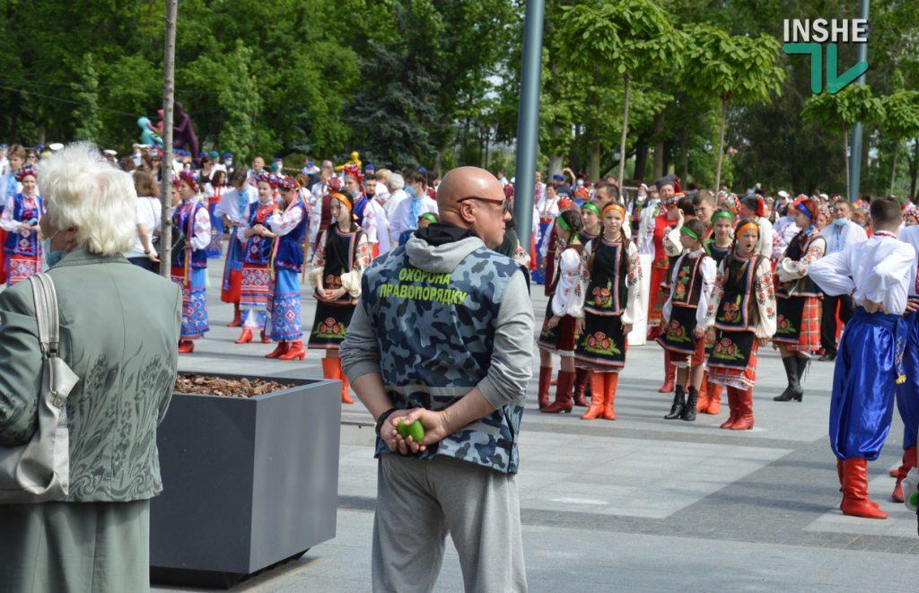 В Николаеве 100 хоров спели гимн Украины на Соборной площади (ВИДЕО и ФОТО) 23